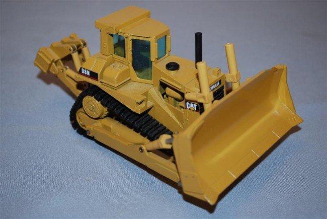 1: NZG Caterpillar D8N Bull Dozer with cab, blade & rip