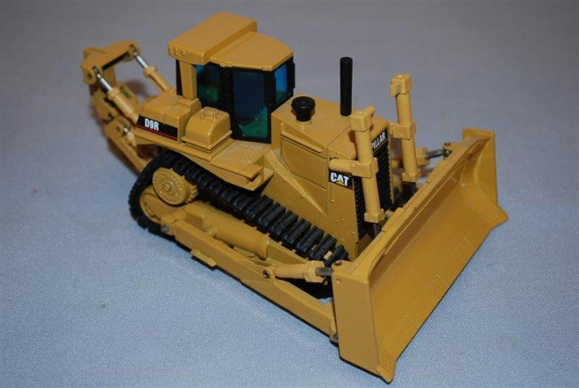 2: NZG Caterpillar K9R Dozer with cab, blade & ripper a