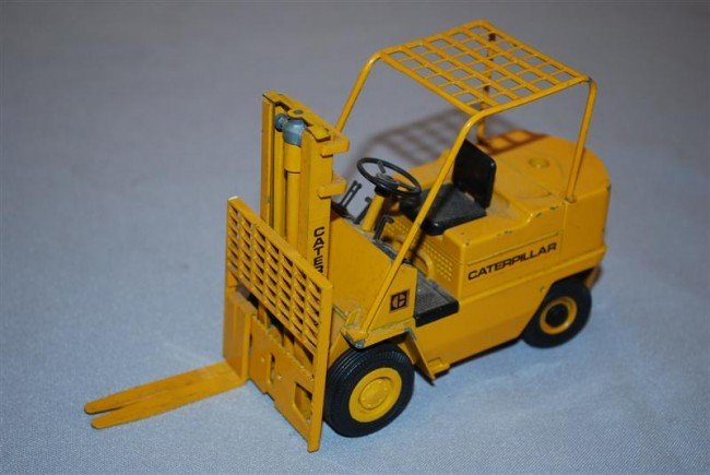 11: NZG Caterpillar Hard Rubber Wheel Forklift with rol