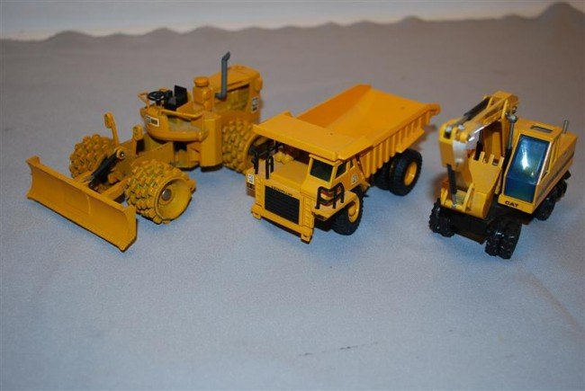 16: 3-Caterpillar pieces, 224 Wheel Excavator NZG, 825B