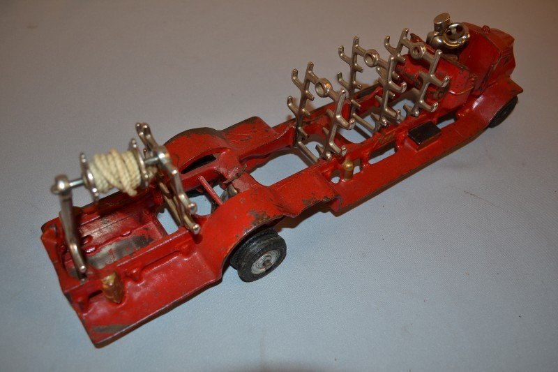 198: Arcade Mack Fire Truck & Ladders, rated 8.5, cast  - 3
