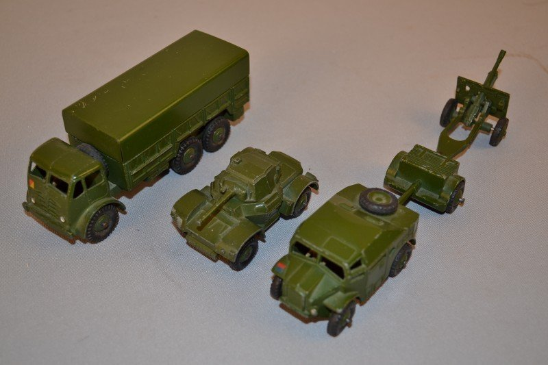 309: 5- military related Dinky toys, rated 9,  5x1.5 in