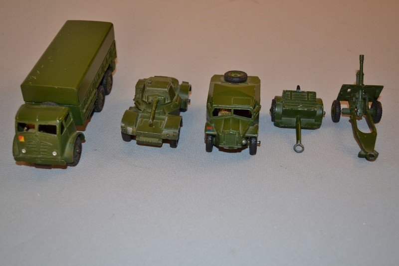 309: 5- military related Dinky toys, rated 9,  5x1.5 in - 2