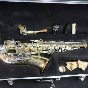 BUNDY II Saxophone by the SELMER COMPANY With Case: