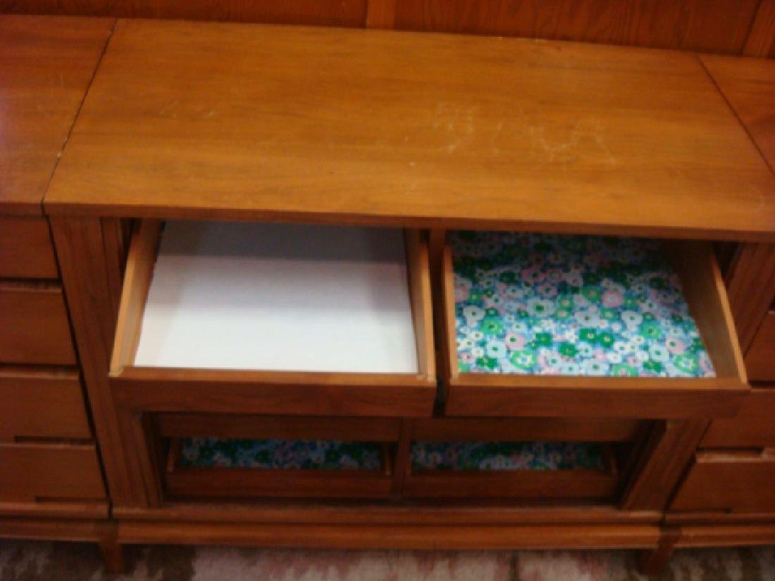 Handsome Three Section Mid Century Chests: - 3