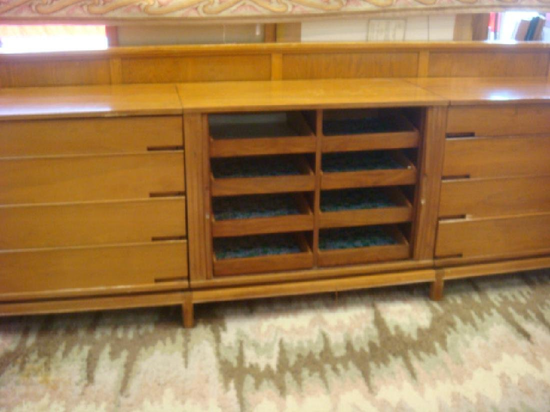 Handsome Three Section Mid Century Chests: - 4