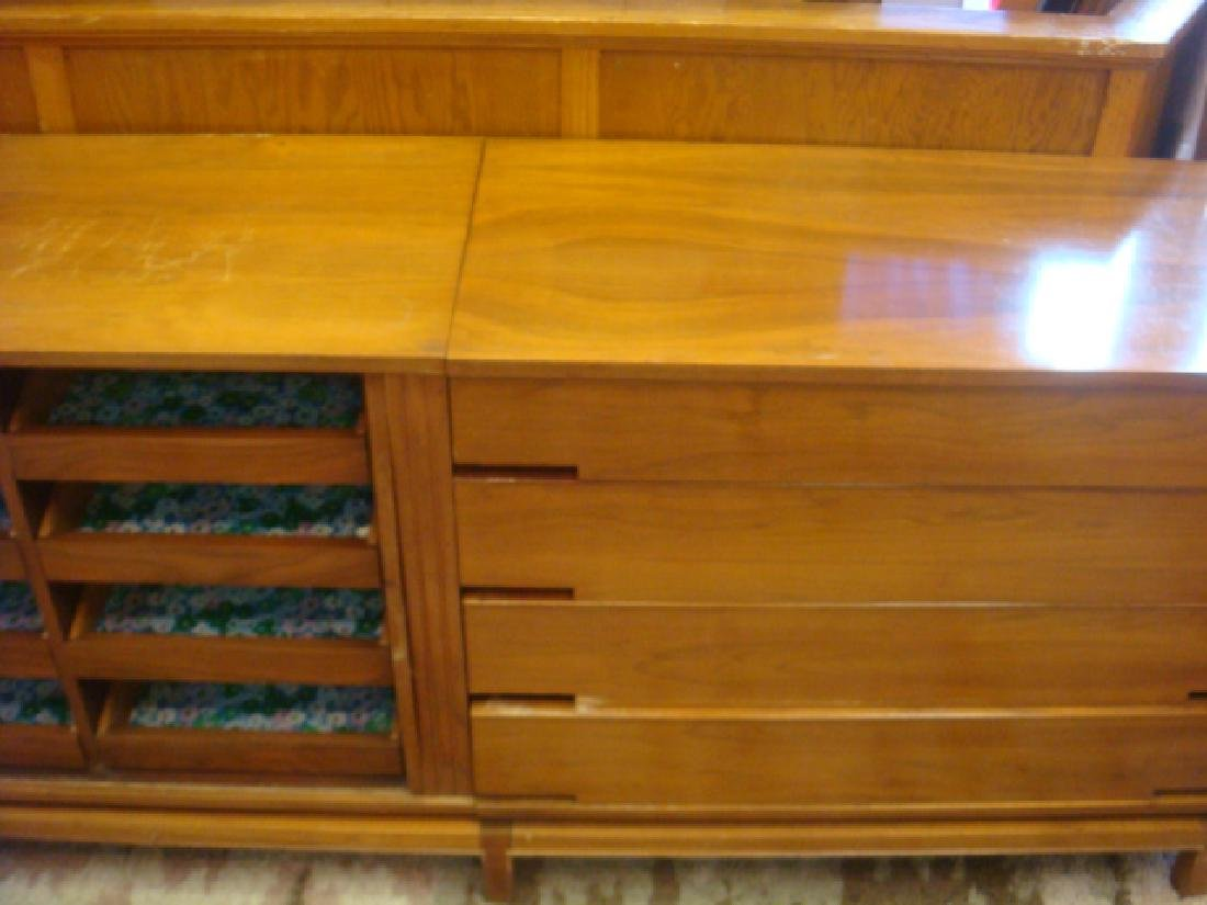 Handsome Three Section Mid Century Chests: - 5