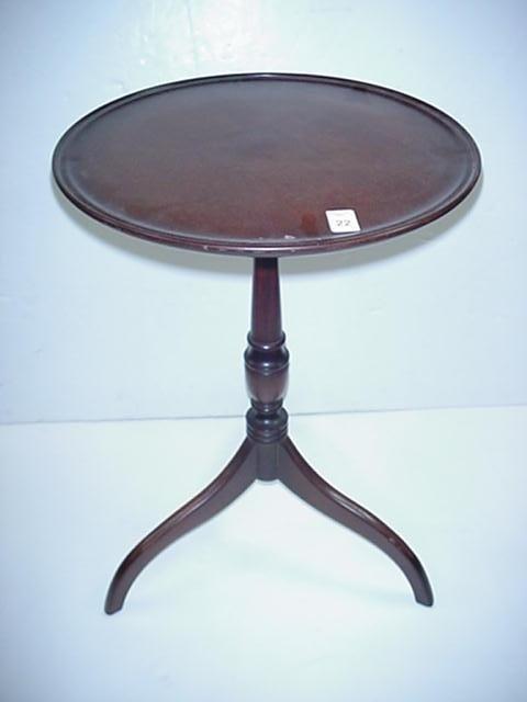 22: Hanover, PA. Shott Furniture Mahogany Lamp Table: