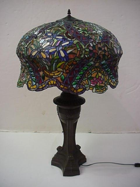409: Stunning Floral Leaded Glass 1.000+ Piece Lamp: