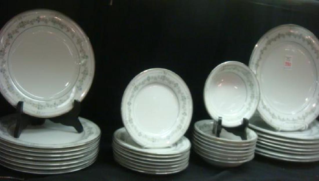"NORITAKE ""Norwood"" Dinnerware Service for Eight:"