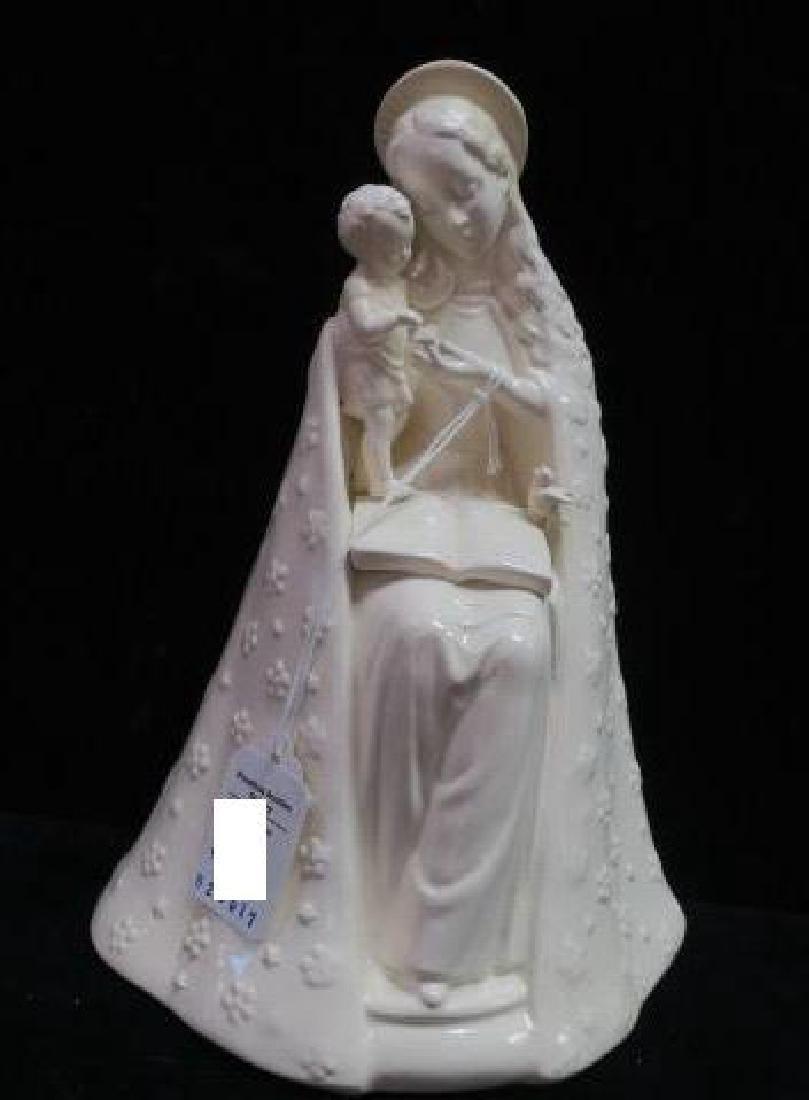 GOEBEL/HUMMEL Cream Flower Madonna Figurine 10/1: