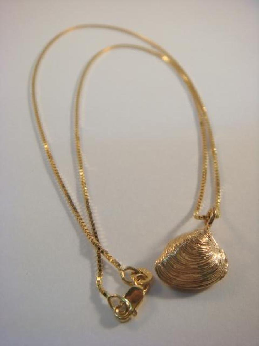 14 KT Gold Lady's Necklace with Clam Shell Pendent: