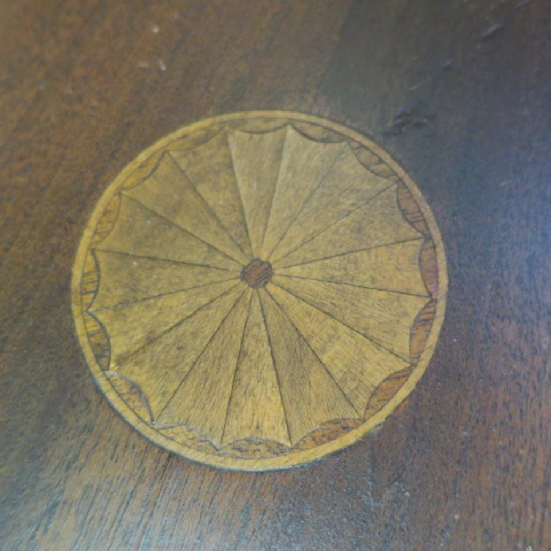 Small Round Tilt Top Table CA 1900: - 3