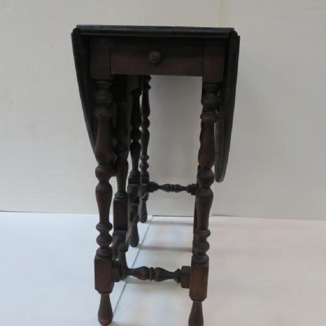 William & Mary Walnut Gate leg Table with Eight Legs: - 3