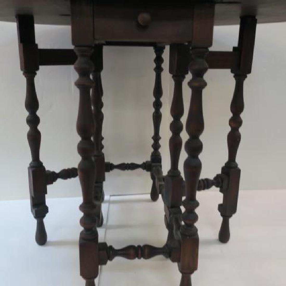 William & Mary Walnut Gate leg Table with Eight Legs: - 4