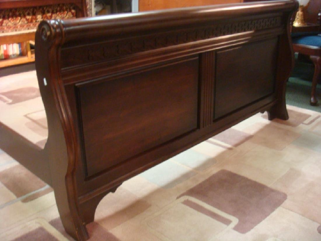Queen Size Mahogany Sleigh Type Bed: - 3