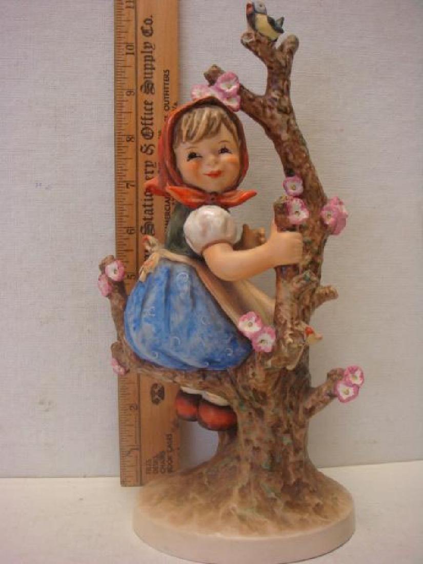GOEBEL/HUMMEL Large Apple Tree Girl: