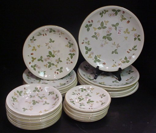 10: Wedgwood Wild Strawberry Oven to Table Ware: