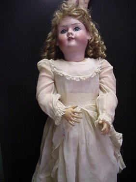661: Heinrich Handwerck # 719 Bisque Doll: