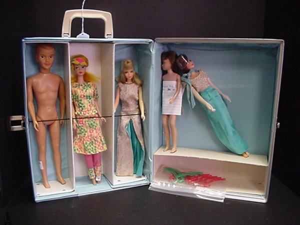 665: Barbie and Friends in Barbie Trunk: