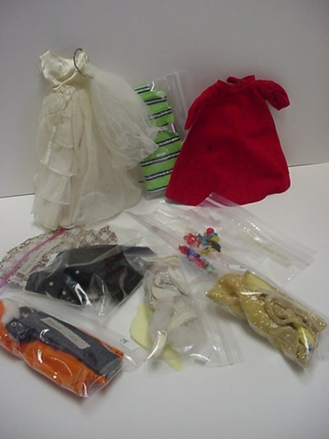 668: 8 Barbie Outfits and Shoes: