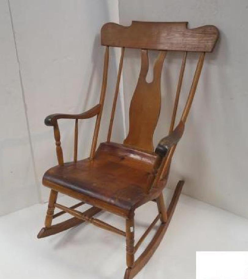 Pine/Maple Early American Style Rocking Chair: