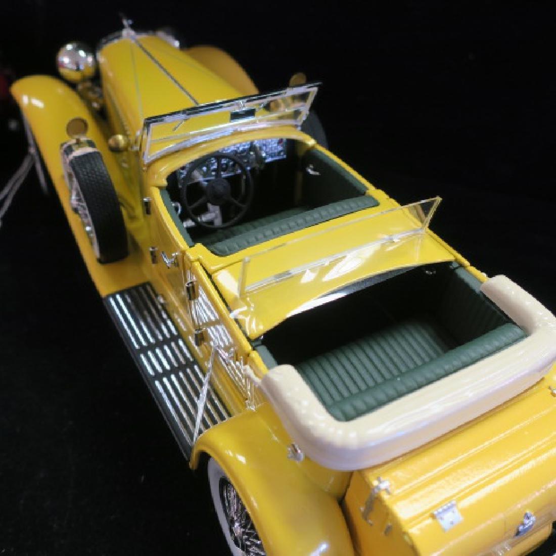 Red Mercedes 500K and Yellow Duesenberg SJ 1/18 Models - 7