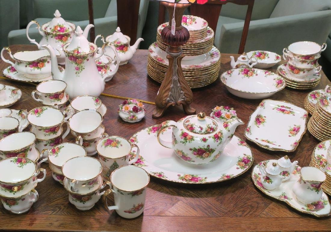 "Large Set ROYAL ALBERT ""Old Country Roses"" Tableware:"