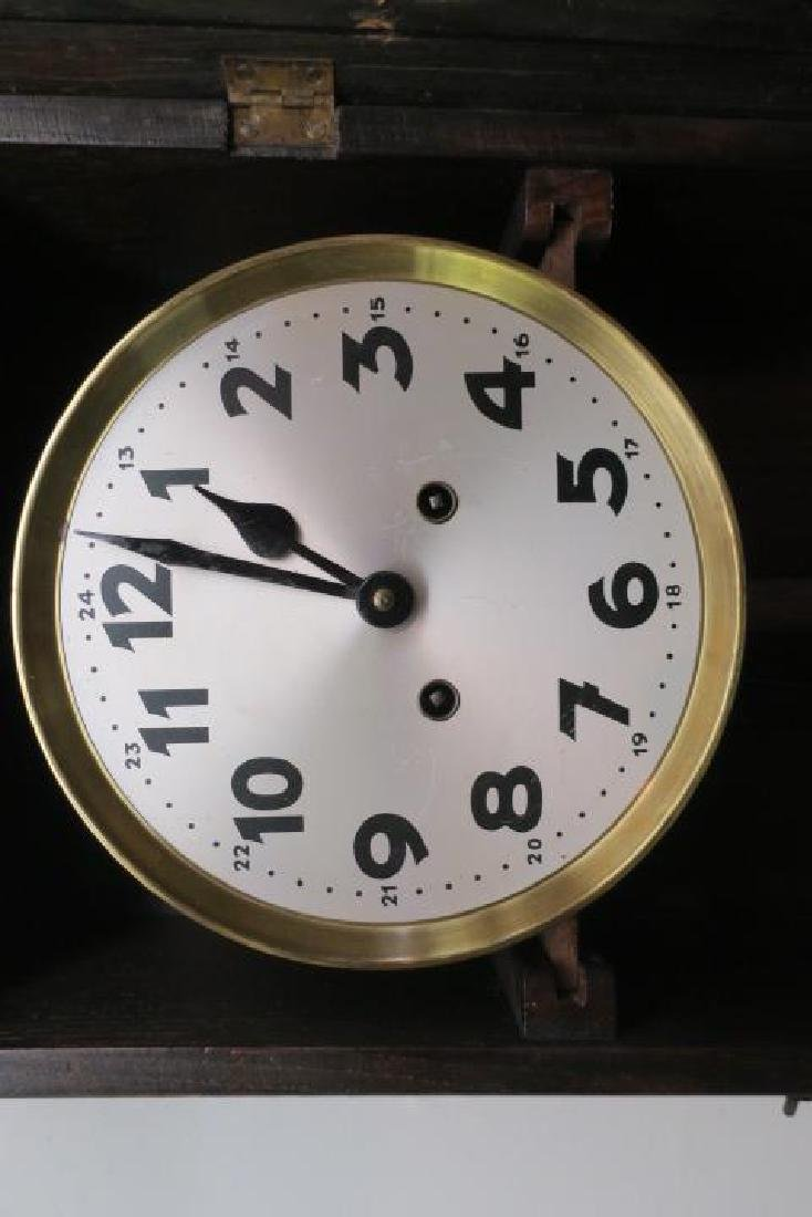 Oak Wall Clock with Key and Pendulum: - 2