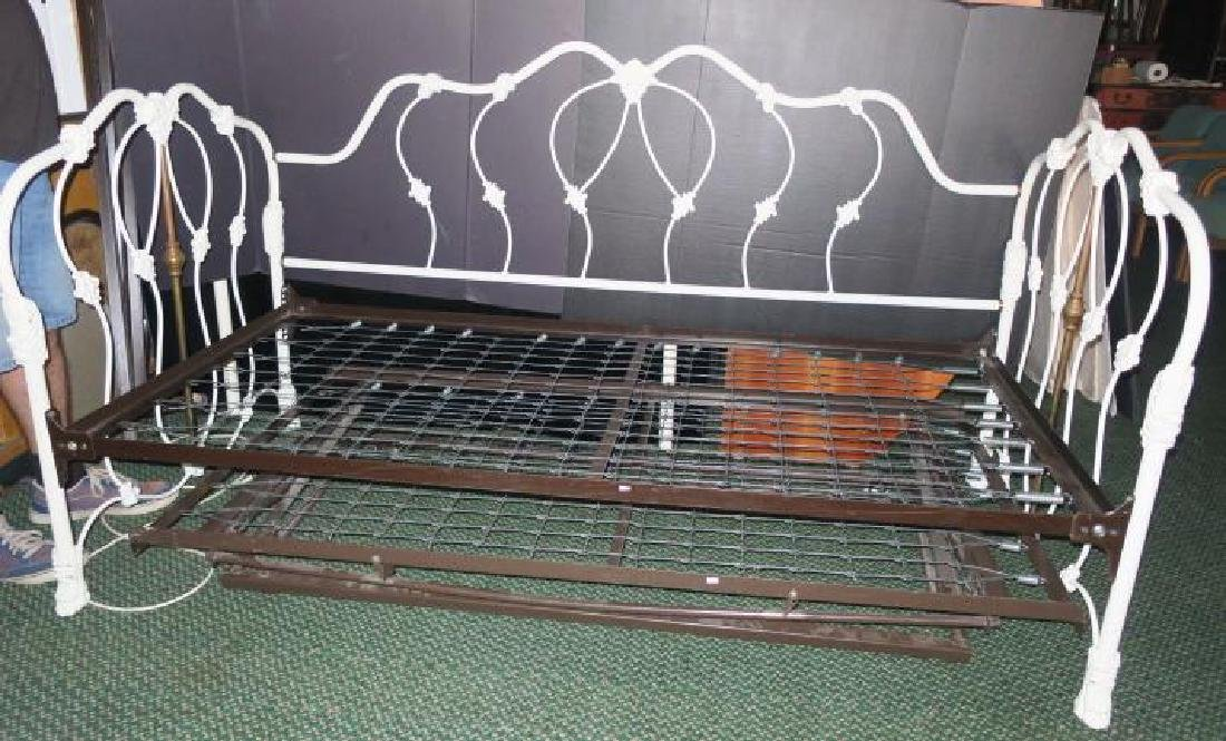White Metal Frame Victorian Style Trundle Bed: