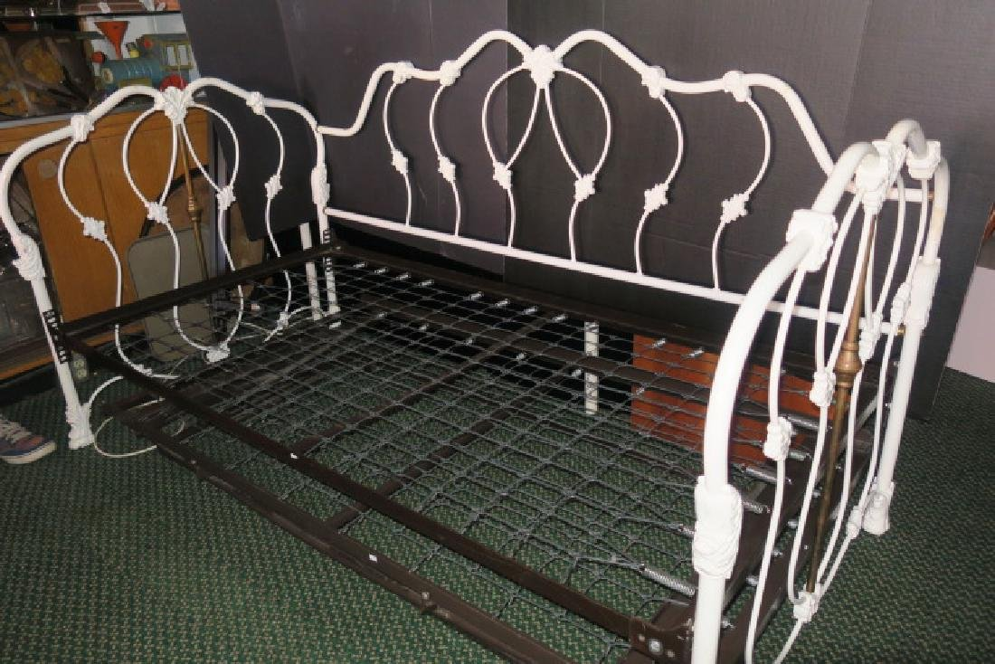 White Metal Frame Victorian Style Trundle Bed: - 4