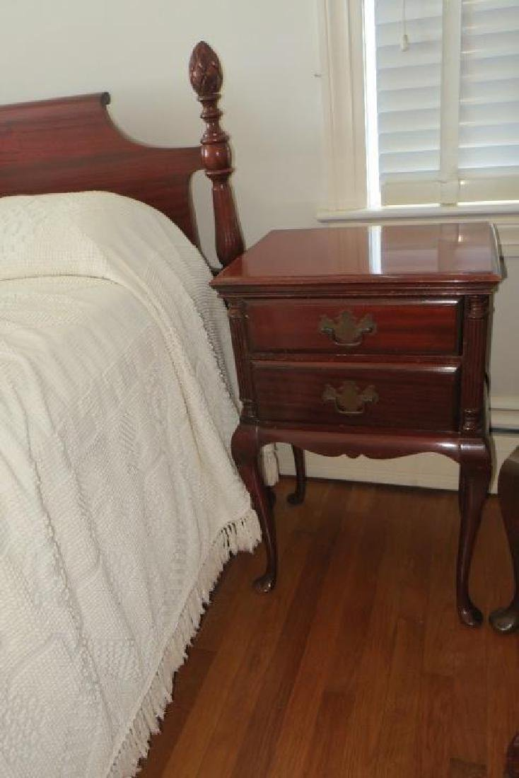 Five Pc. Mahogany Bedroom Set with Pineapple Finials: - 5