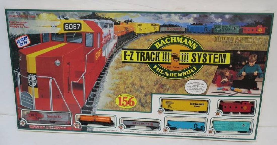 "BACHMAN ""THUNDERBOLT"" HO Model Train Set, 156 Pieces:"