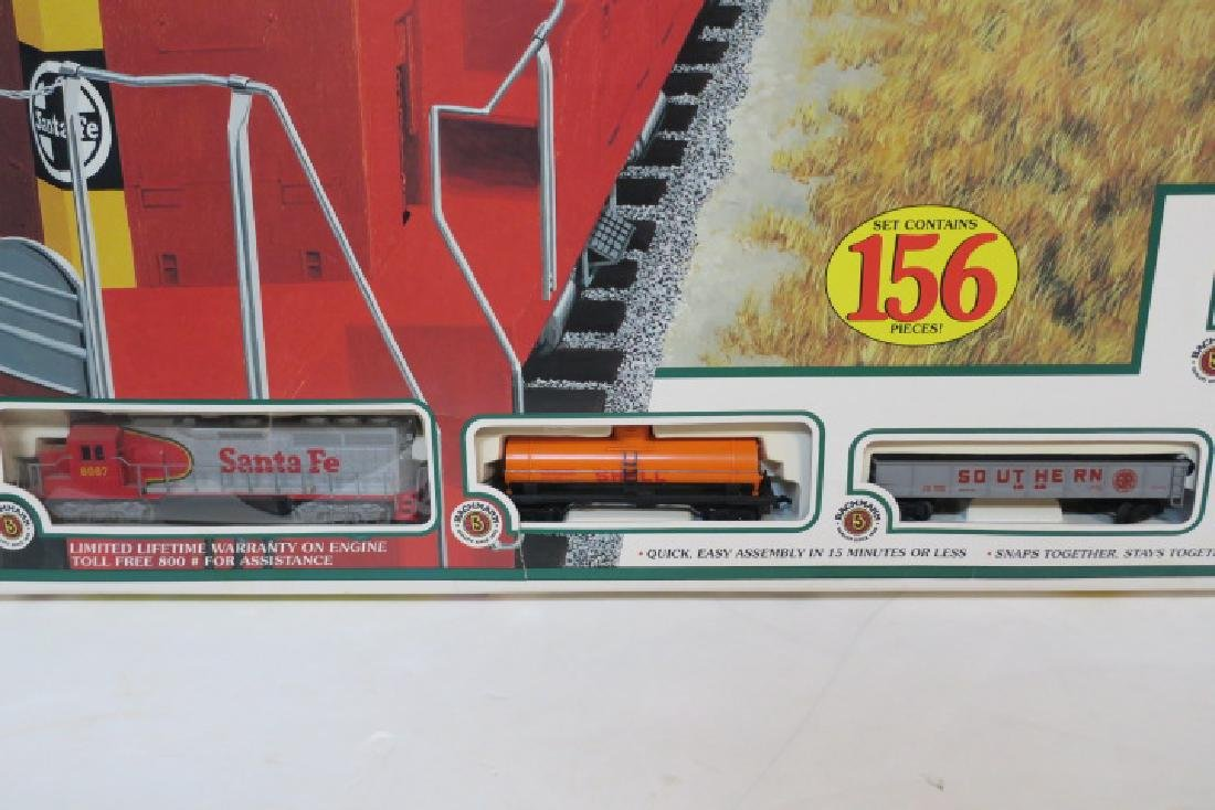 "BACHMAN ""THUNDERBOLT"" HO Model Train Set, 156 Pieces: - 4"