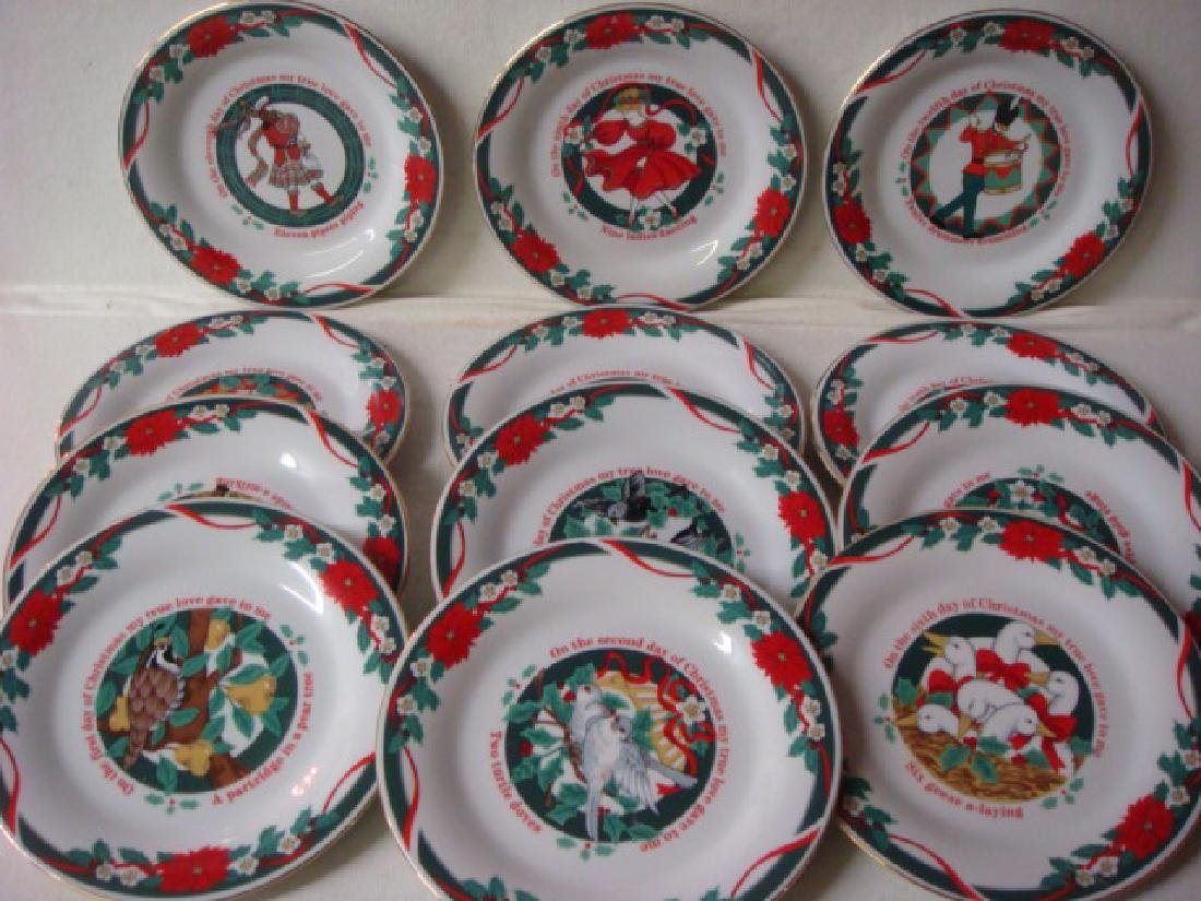 "TIENSHAN ""Deck the Halls"" 12 Days of Christmas Plates:"