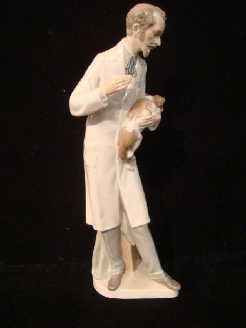 LLADRO Veterinarian with Dog: