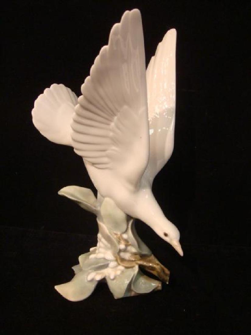 LLADRO Porcelain Turtle Dove Figurine: