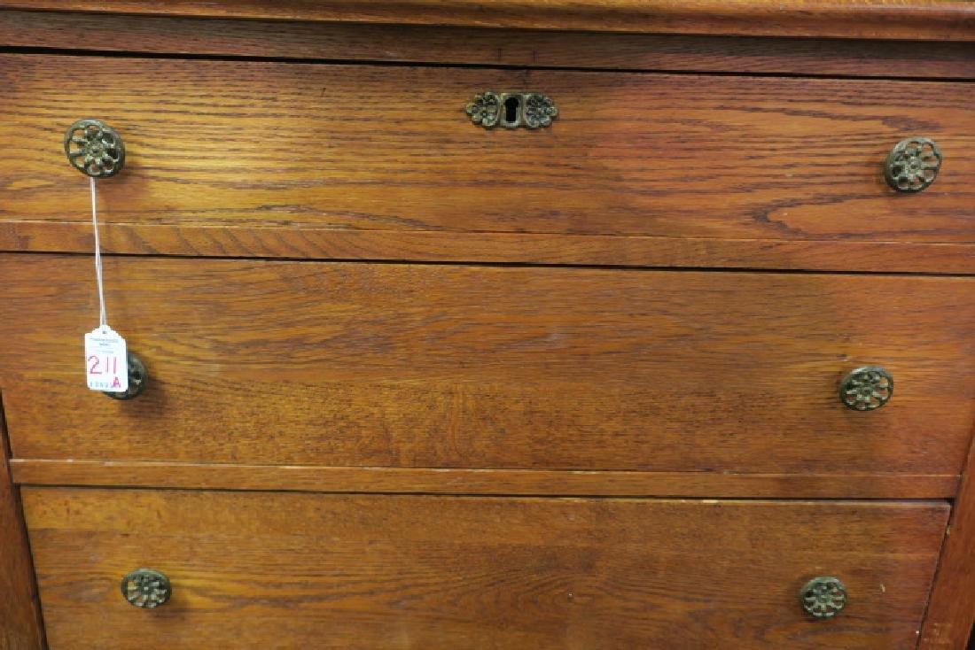 Antique Five Drawer Quarter Sawn Oak Dresser: - 2
