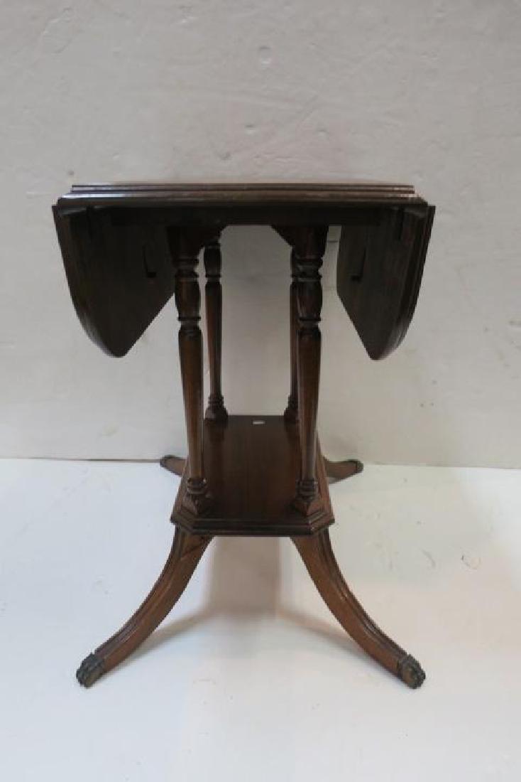 Duncan Phyfe Oak Drop Leaf Platform Side Table: - 2