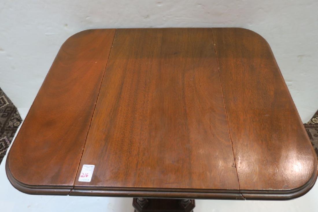 Duncan Phyfe Oak Drop Leaf Platform Side Table: - 3