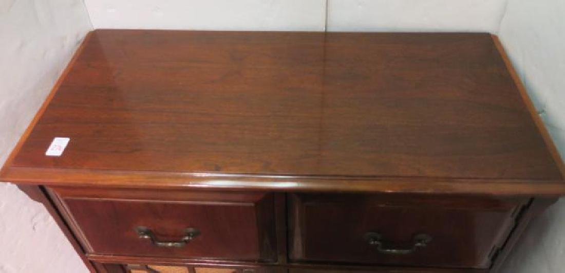 1950-1960 AIRLINE Tube Radio/Phonograph Console: - 4