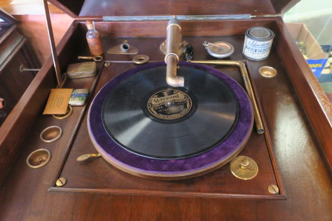 Floor Model Silvertone Antique Phonograph: - 2
