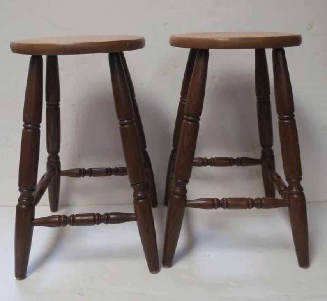 CANADEL Oak Step Back Hutch and 2 Bar Stools: - 3