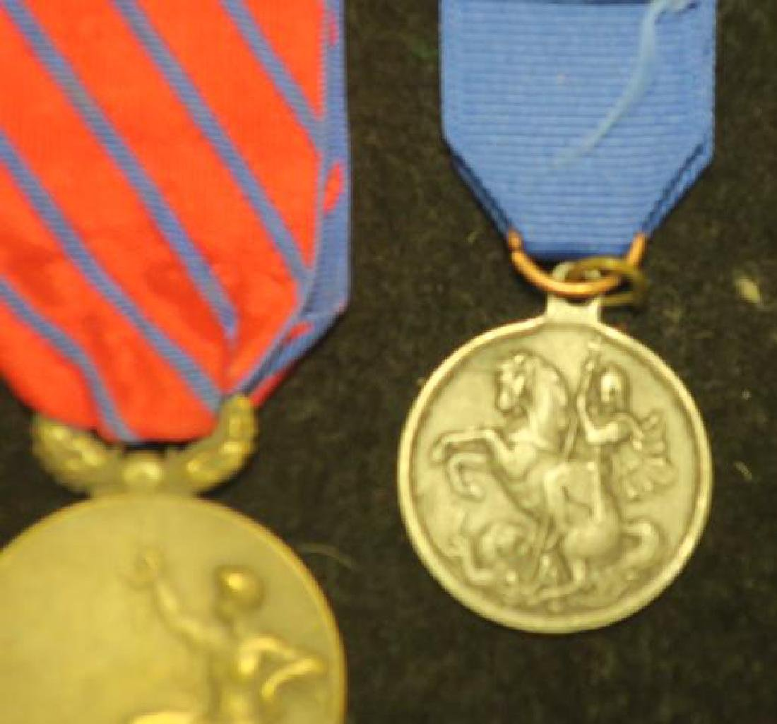 Three Medals ROMANIAN, RUSSIAN & Unknown: - 4