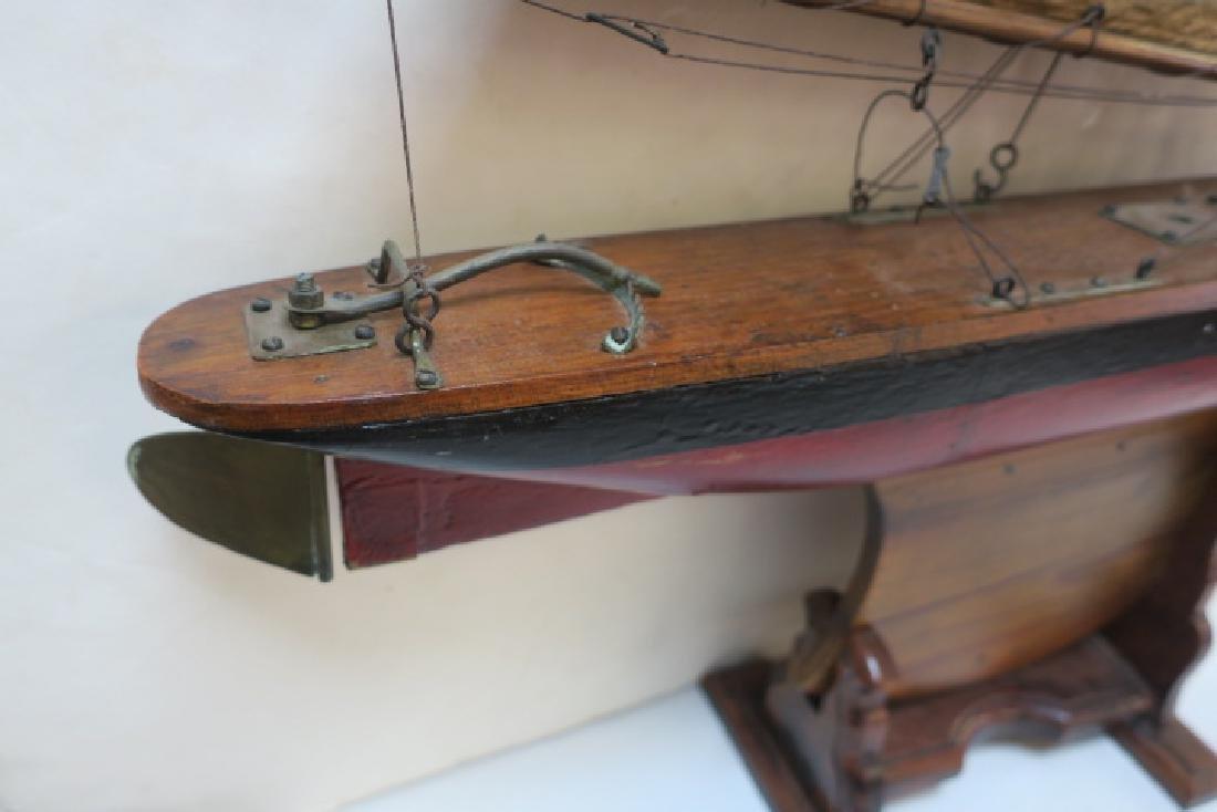Antique Gaff Rigged Racing Sloop Wooden Model: - 2