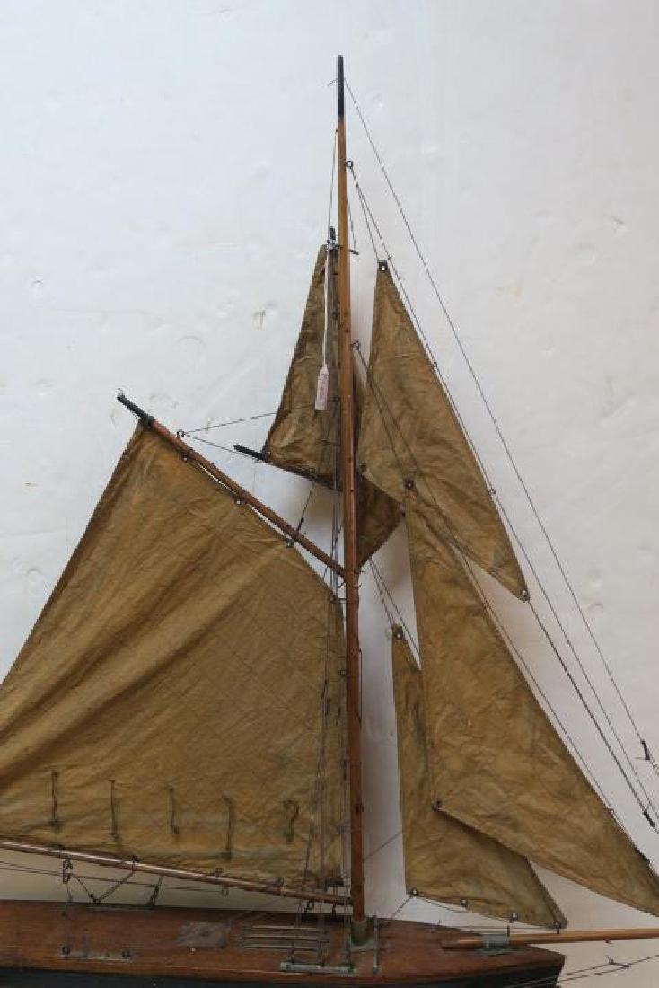 Antique Gaff Rigged Racing Sloop Wooden Model: - 4