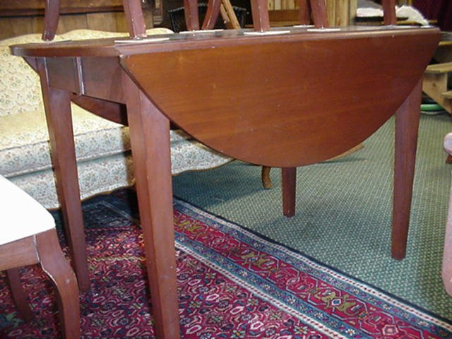 17A: Cherry Drop Leaf Table with 4 Chairs: