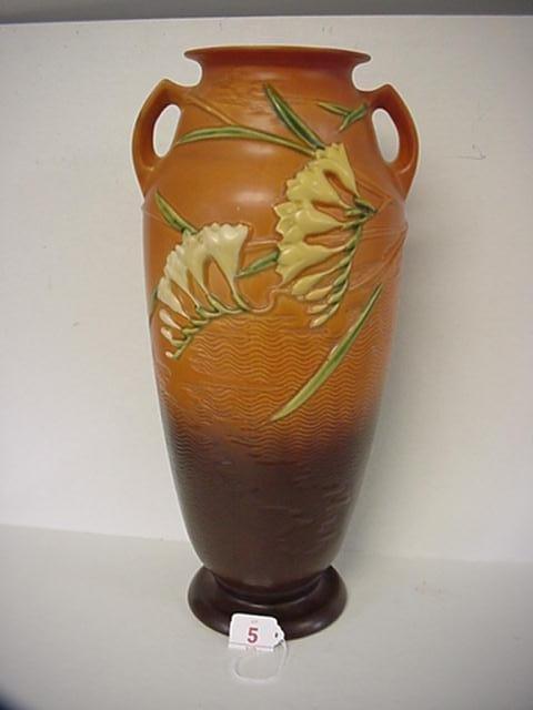5: ROSEVILLE Freesia 1945 Double Handled Vase 129-18: