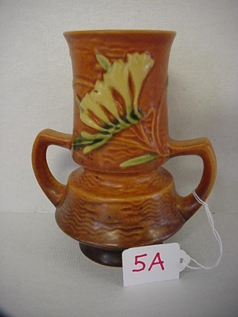5A: ROSEVILLE Freesia 1945 Tan Double Handle Vase 118-6