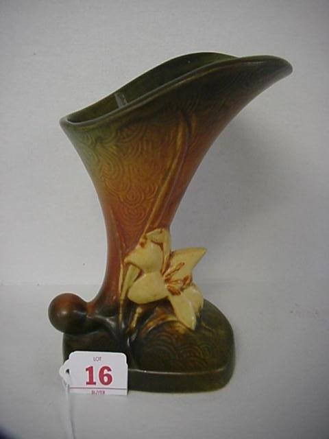 16: ROSEVILLE ZEPHYR LILY 1940 Tan Cornucopia Vase 204-